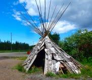 En gammal riden ut tipi i nordliga Kanada Arkivbilder
