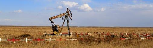 En gammal stålar för olje- pump Royaltyfri Bild