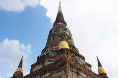 En gammal tempel i Thailand, Wat Yai Chai Mongkol Royaltyfri Bild
