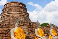 En gammal tempel i Thailand, Wat Yai Chai Mongkol Arkivfoto