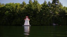En gammal träfyr på sjön Joseph, Ontario lager videofilmer