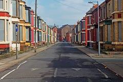 En gata av stigit ombord upp övergivna hus royaltyfria bilder