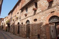 En gata av Todi i Umbria fotografering för bildbyråer
