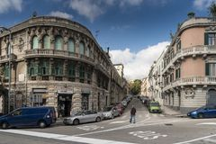 En gata i Messina Italien arkivfoto