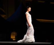 En genomskinlig lång klänning Royaltyfri Foto