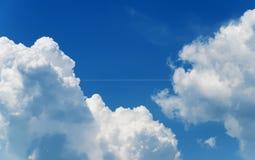 En glödtråd är i moln Royaltyfria Bilder