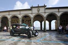 En gröna Bentley 3 liter tagande särar till det klassiska billoppet för GP Nuvolari på September 20, 2014 i Castiglion Fiorentino Arkivbilder