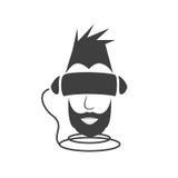 En grabb med ett svart skägg som fördjupas i virtuella verkligheten av cybe Royaltyfri Bild