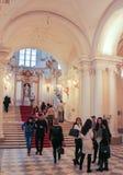 En grupp av besökare bredvid Jordan Staircase Royaltyfria Foton