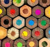 En grupp av blyertspennafärger med sexhörnig form royaltyfria foton