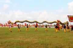 en grupp av den asiatiska folkdansen Royaltyfri Foto