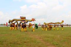 en grupp av den asiatiska folkdansen Royaltyfria Bilder