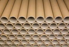 En grupp av den bruna industriella pappers- kärnan Mycket papperskärnor eller pappers- rör fotografering för bildbyråer
