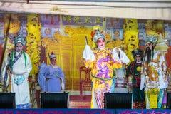 En grupp av den kinesiska operamedlemmen utför på etapp Royaltyfria Foton
