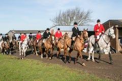 En grupp av engelska ryttare som är klara för friktionsjakt Royaltyfri Foto