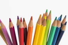 En grupp av färgblyertspennor som uppåt pekar Royaltyfria Bilder