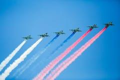 En grupp av flygplan i flykten Royaltyfria Foton