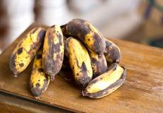 En grupp av gamla bananer Royaltyfria Foton