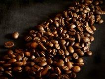 En grupp av grillade kaffebönor Arkivbild