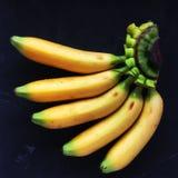 en grupp av mini- bananer Royaltyfri Foto