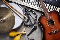 En grupp av musikinstrument Royaltyfri Foto