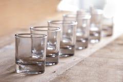 En grupp av skottexponeringsglas i rad royaltyfria bilder