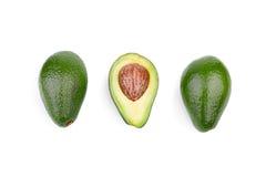 En grupp av tre nya avokadon som isoleras på en vit bakgrund organiska grönsaker Healthful livsstil arkivfoton