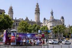 En grupp av turister som reser på sightflygtur på flygtur av bussen Arkivbilder