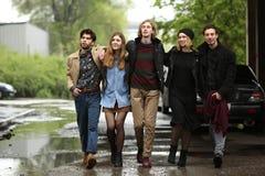 En grupp av ungdomar Arkivfoto