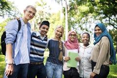 En grupp av utomhus- olika tonåringar royaltyfria bilder