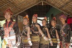 En grupp från den Rungus person som tillhör en etnisk minoritet Royaltyfria Bilder