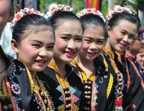 En grupp människor från den Kadazan Dusun stammen av Sabah Malaysian Borneo arkivbilder