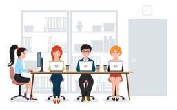En grupp människor i kontoret Royaltyfria Foton