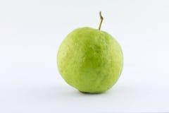 En guava på vit bakgrund Royaltyfria Foton
