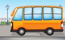 En gul buss royaltyfri illustrationer