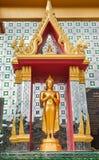 En guld- buddha staty Arkivbild