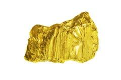 En guld nugged som isoleras på vit bakgrund royaltyfria foton