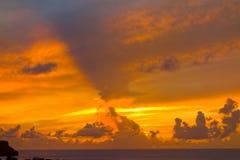 En guld- solnedgång i det karibiskt Arkivbild