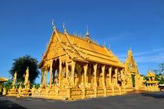 En guld- tempel i den centrala regionen av Thailand Fotografering för Bildbyråer