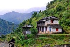 En gurungby i den Annapurna fristadslingan. Himalayas Ne arkivfoton