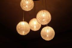 En hängande lampa planläggs i en runda Fotografering för Bildbyråer