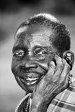 En härlig åldringKaramajong kvinna ler med nåd i Karamoja, Uganda fotografering för bildbyråer
