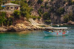 En härlig fjärd i den Thassos ön, Grekland Arkivfoton