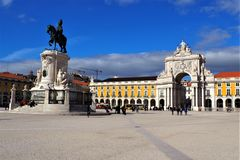 En härlig fyrkant i Lissabon royaltyfri bild
