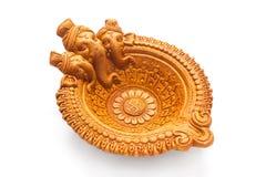 En härlig handgjord formgivare Clay Lamp som har inristat den hinduiska guden Ganpati på det, fotografering för bildbyråer