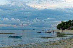 En härlig morgon på stranden Arkivfoton