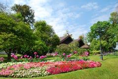 En härlig och fridsam trädgård Royaltyfria Bilder