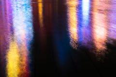 En härlig reflexion av neontecknet till vattnet i Macao En härlig reflexion av neontecknet till vattnet Macao - gummina Arkivfoton