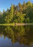 En härlig reflexion i Laket Ladoga Arkivfoto