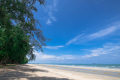 En härlig seascape och skyscape av stranden under stort sörjer tr Fotografering för Bildbyråer